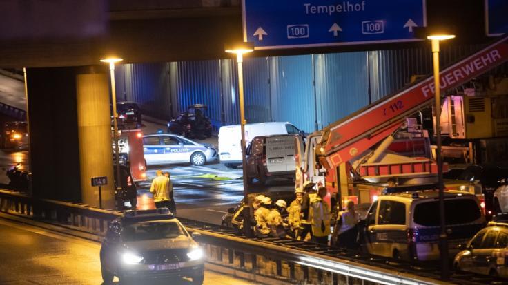 """Auf der Berliner Stadtautobahn verursachte ein Mann offenbar absichtlich mehrere Unfälle und drohte mit einem """"gefährlichen Gegenstand"""". (Foto)"""