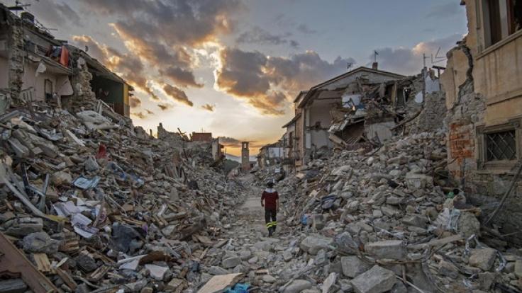 Der kleine Ort Amatrice war von dem schweren Erdbeben in Mittelitalien besonders schwer betroffen. (Foto)