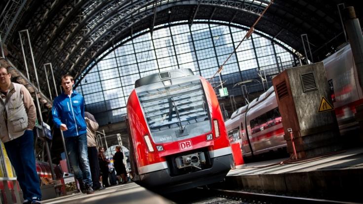 Der Frankfurter Hauptbahnhof ist aufgrund eines Polizeieinsatzes weiträumig abgesperrt worden (Symbolbild).