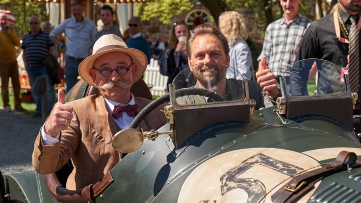 """Horst Lichter und Steven Gätjen sind im Auftrag des ZDF bei """"Bares für Rares"""" wertvollem Trödel auf der Spur. (Foto)"""