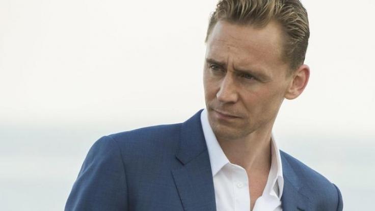 Jonathan Pine (Tom Hiddleston) soll für den britischen Geheimdienst beweisen, dass Roper in illegale Waffengeschäfte verwickelt ist. (Foto)