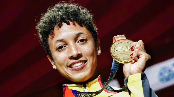 Weitspringerin Malaika Mihambo triumphiert mit Goldmedaille bei der Leichtathletik-WM in Doha 2019.