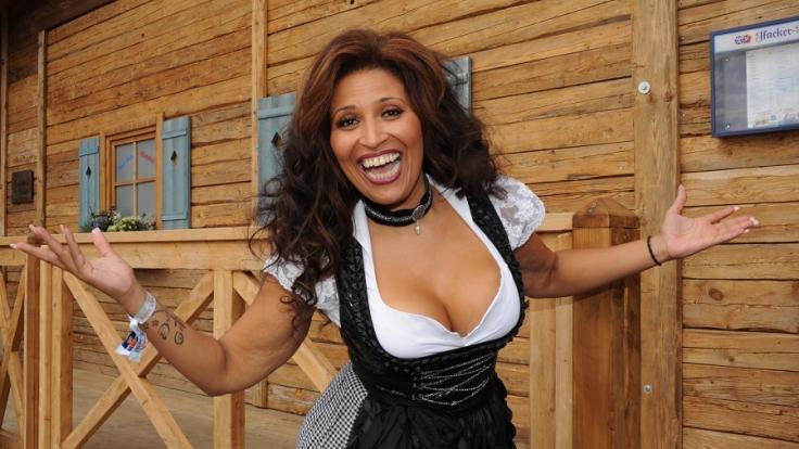 Patricia Blanco: Gute Figur im feschen Dirndl.