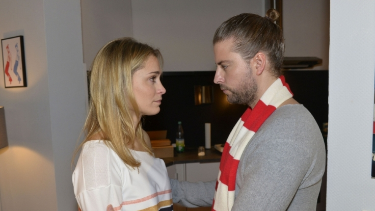 Bei Sophie (Lea Marlen Woitack) und Ehemann Leon hängt der Haussegen schief - wird sie bei John (Felix von Jascheroff) Trost finden? (Foto)