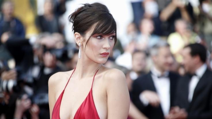 In einem Hauch von Nichts präsentierte sich Bella Hadid in Cannes. (Foto)