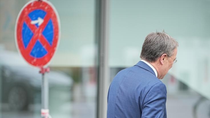 """Im Netz wird jetzt gefordert, dass Armin Laschet """"weg muss"""". (Foto)"""