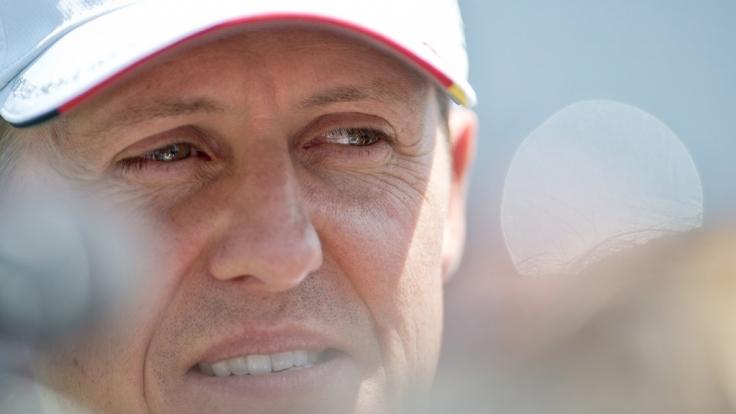 Auf Facebook verbreitet sich aktuell die Falschmeldung vom Tod Michael Schumachers.