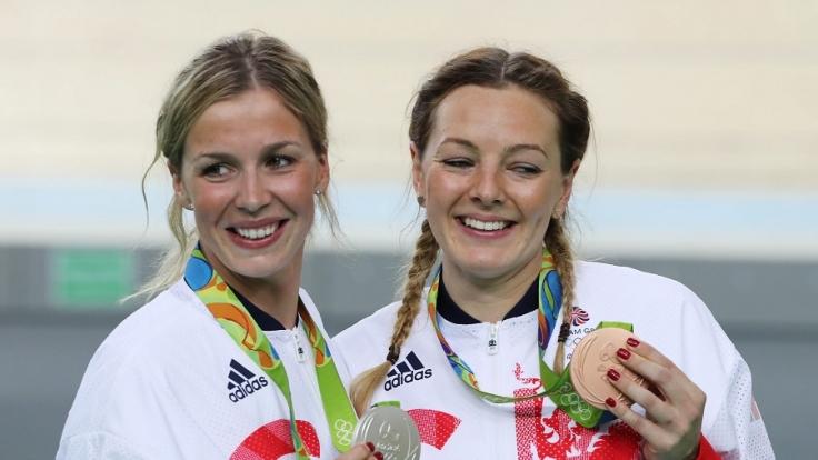 Bronze- und Silbermedaillengewinnerinnen Katy Marchant (r) und Rebecca James (l).