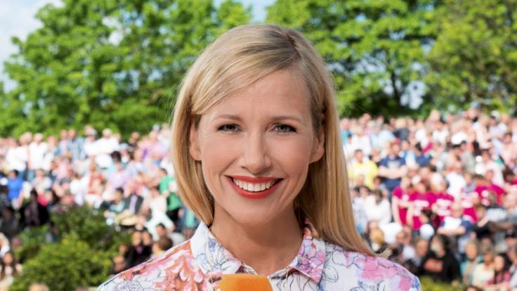 """Andrea Kiewel präsentierte am Sonntag die letzte Folge vom """"ZDF-Fernsehgarten on Tour"""" für das Jahr 2019. (Foto)"""