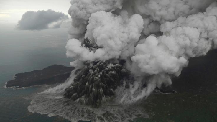 Der Ausbruch des Vulkans Anak Krakatau löste durch einen Erdrutsch einen Tsunami aus.
