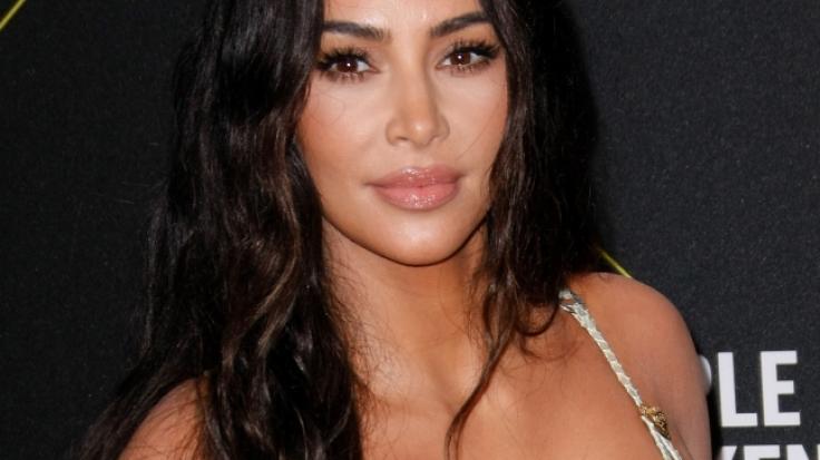 Kim Kardashian feiert ihren Millionen-Erfolg auf ganz besondere Weise. (Foto)