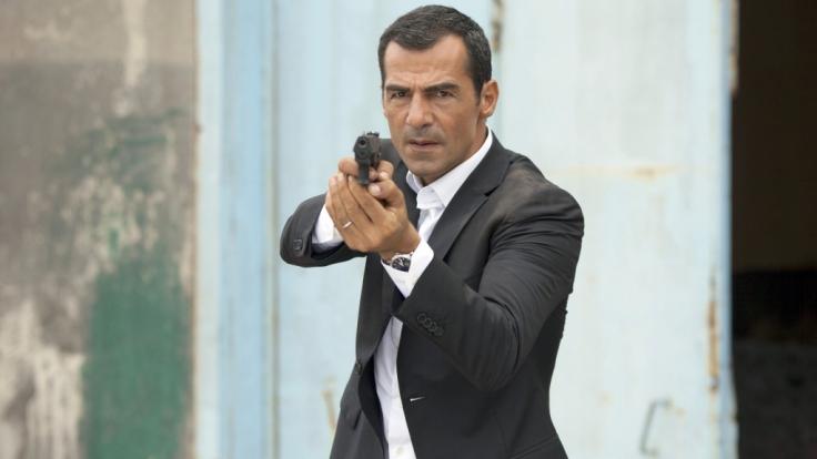 """Kommissar Mehmet Özakin (Erol Sander) nimmt es in """"Mordkommission Istanbul: Der verlorene Sohn"""" am Donnerstag, dem 19.01.2017, mit einem Verbrecherring auf. (Foto)"""