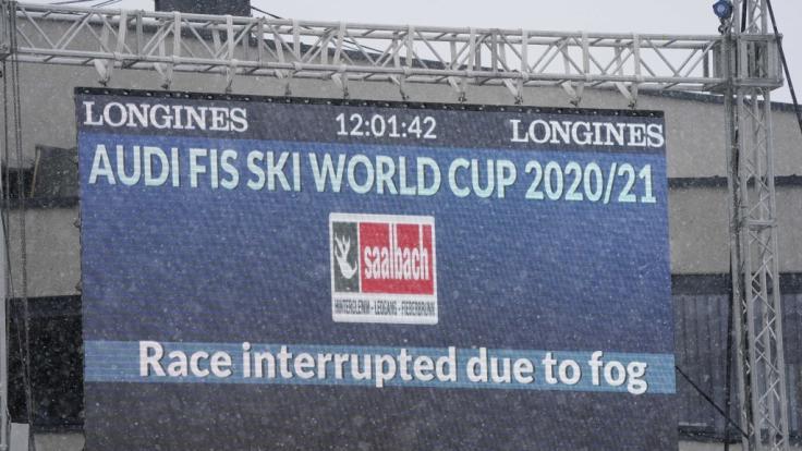Die Ski-alpin-Abfahrt der Herren in Saalbach-Hinterglemm musste am Freitag wegen schlechten Wetters unterbrochen werden.