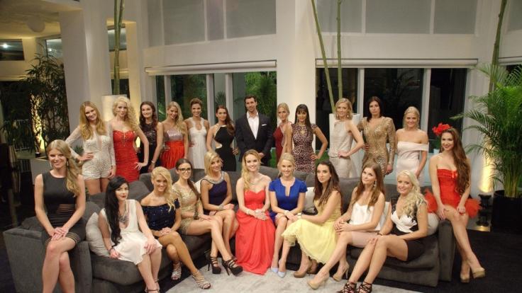 Bachelor Leonard hat die Qual der Wahl: Zum Start der neuen Staffel stellten sich 22 Traumfrauen zur Wahl.