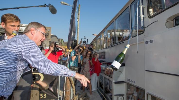 Günther Jauch bei der Schiffstaufe der MS Günther. (Foto)