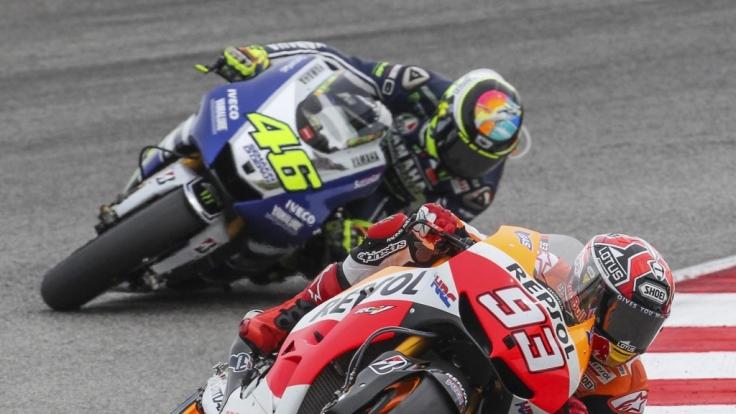 Valentino Rossi (hinten) und Marc Marquez wollen auch in dieser Saison wieder angreifen.