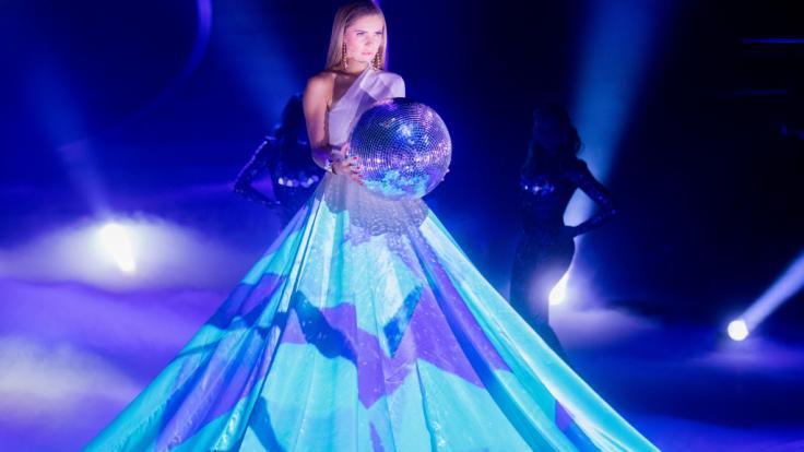 Im halb-durchsichtigen Fransen-Kleid raubt Victoria Swarovski ihren Instagram-Followern den Verstand. (Foto)