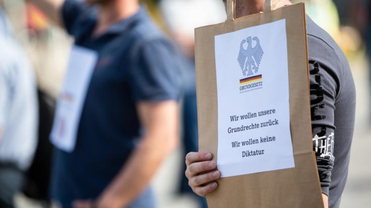 Deutschlandweit gingen Menschen auf die Straße. (Foto)