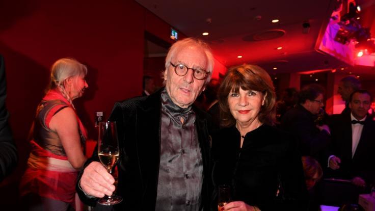Der Schauspieler Günther Maria Halmer und Ehefrau Claudia feiern im Deutschen Theater bei der Gala zum 70. Jubiläum der Abendzeitung. (Foto)