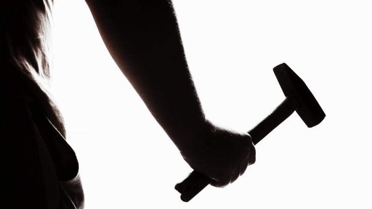 In Weißrussland hat ein Mann eine Frau mit 77 Hammerschlägen ermordet. (Symbolfoto) (Foto)