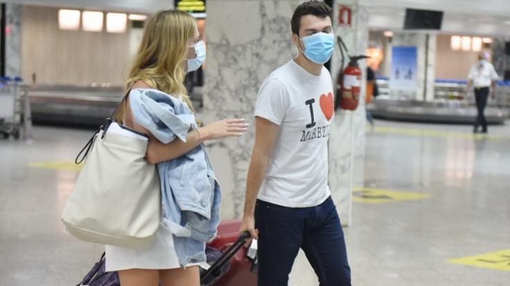 Reise-Rückkehrer sollen künftig direkt am Flughafen zum Corona-Test. (Foto)