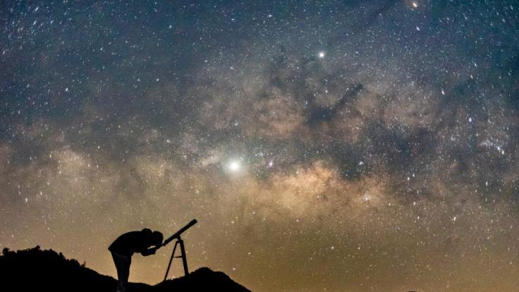 DAS hält der März für Sternengucker bereit.