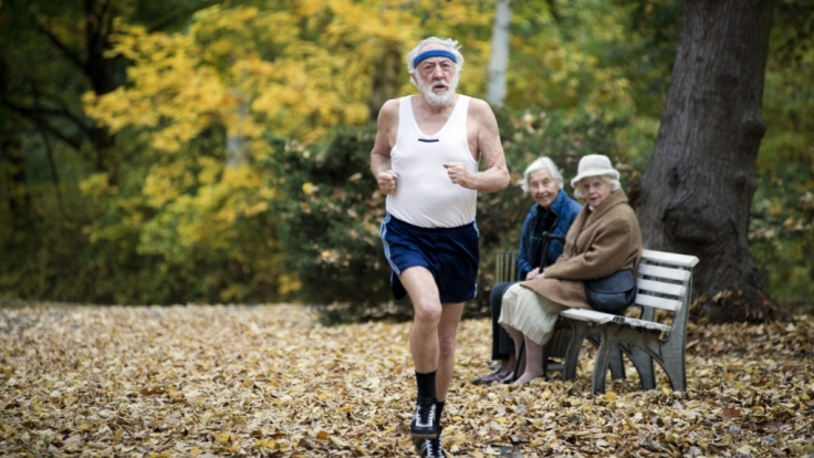 Paul Averhoff (Dieter Hallervorden) will es noch einmal wissen und trainiert für den Marathon.