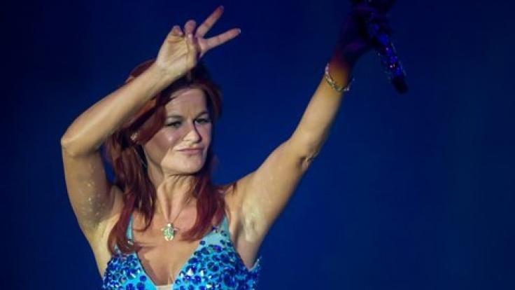 Auch das blaue Minikleid steht bei Andrea-Berg-Fans hoch im Kurs. (Foto)