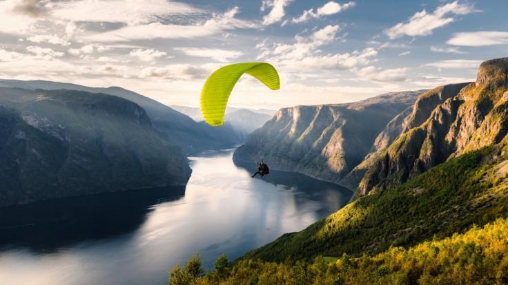 Ein 46-jähriger Brite ist bei einem Paragliding-Unfall in Spanien ums Leben gekommen.