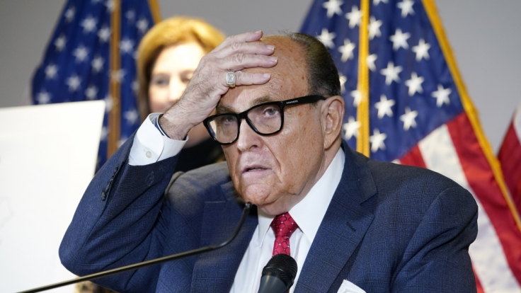 Rudy Giuliani, der ehemalige Bürgermeister von New York und ein Anwalt von US-Präsident Trump, sprach sich während einer Pressekonferenz in Washington in Rage.
