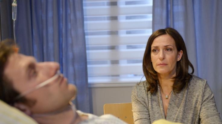 Katrins (Ulrike Frank) Schock über Tills (Merlin Leonhardt) Krankheit sitzt tief.