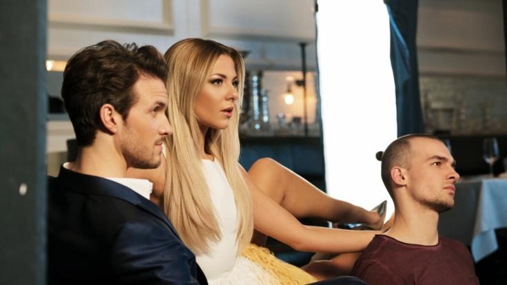 Drama pur: Sunny (Valentina Pahde) musste sich im großen Jubiläum im Jahr 2017 zwischen Felix (Thaddäus Meilinger) und Chris (Eric Stehfest) entscheiden.