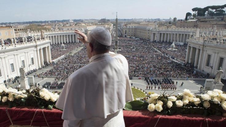 "Papst Franziskus spendet den Ostersegen ""Urbi et Orbi"" am Petersplatz im Vatikan. (Foto)"