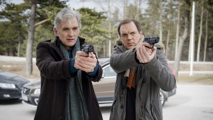 Kommissar Anders (Walter Sittler, links) und Thomas (Andy Gätjen, rechts) müssen einen Banküberfall aufklären.