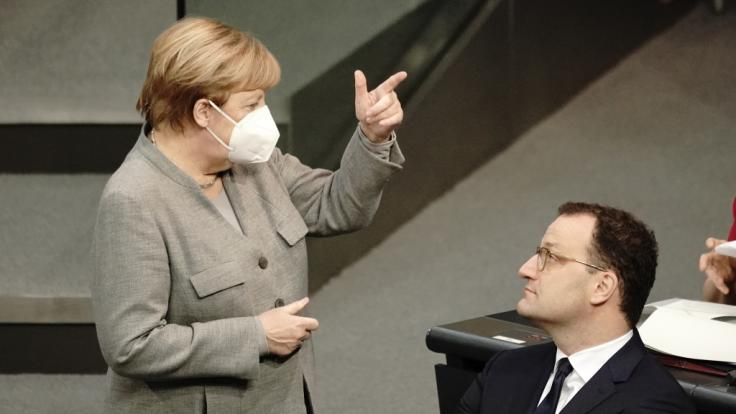 Coronavirus-News Deutschland am Dienstag: Bundeskanzlerin Angela Merkel und Gesundheitsminister Jens Spahn halten härtere Corona-Maßnahmen für nötig. (Foto)