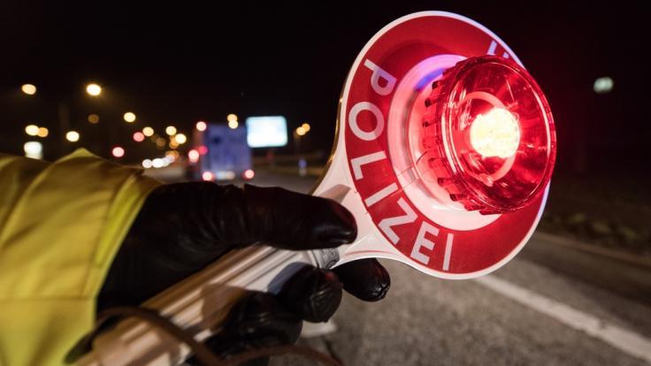 Auf der Flucht vor der Polizei wurde ein 14-Jähriger in Nordrhein-Westfalen in einen Unfall verwickelt (Symbolbild). (Foto)