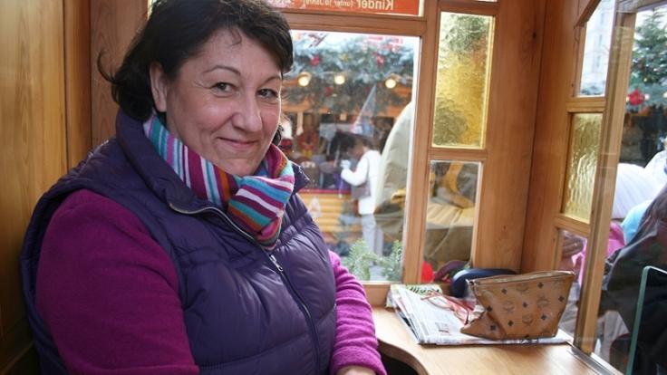 Andrea Schubert mag ihren Arbeitsplatz auf dem Striezelmarkt. (Foto)