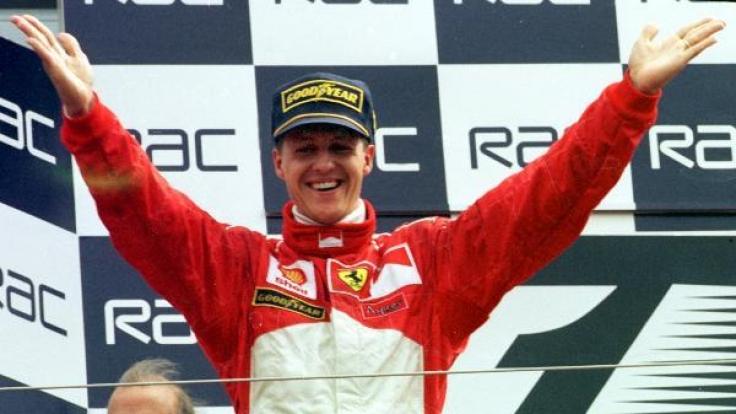 Michael Schumacher nach seinem Sieg beim Großen Preis von England in Silverstone.