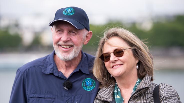 """Robert """"Bob"""" McCarron mit seiner Ehefrau Annette Miles. (Foto)"""