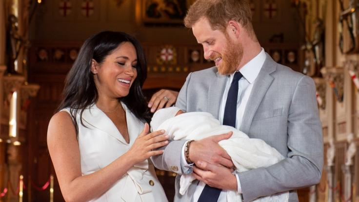 Endlich eine richtige Familie: Meghan Markle und Prinz Harry posieren mit Söhnchen Archie.