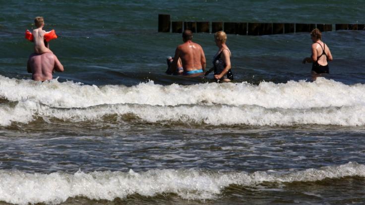 Erneut ist eine Person nach dem Baden in der Ostsee an einer Vibrionen-Infektion gestorben.