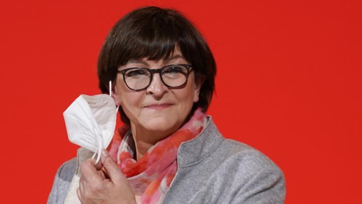 Saskia Esken (SPD), Parteivorsitzende, kommt ins Willy-Brandt-Haus, um sich zu den Ergebnissen der Landtagswahlen in Baden-Württemberg und Rheinland-Pfalz zu äußern. (Foto)