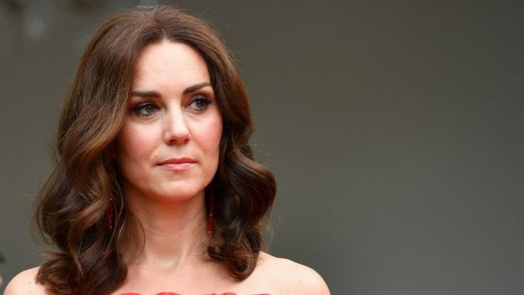 Kaum zu glauben: Während ihrer Schulzeit war Kate Middleton zunächst ein unscheinbares Mauerblümchen. (Foto)