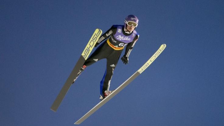 Die deutschen Skiflieger um Andreas Wellinger wollen im Teamfliegen angreifen.