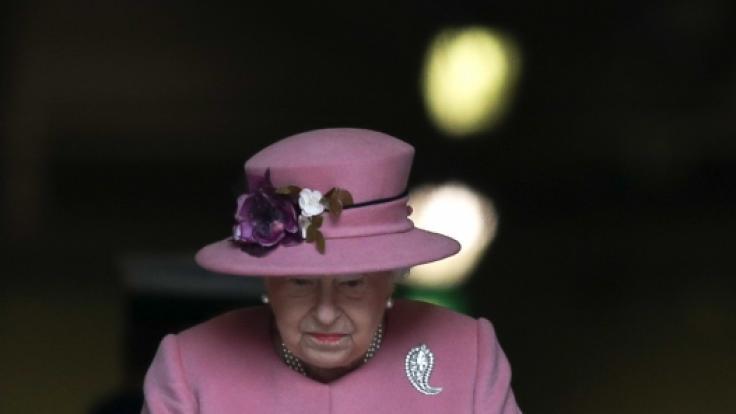 Queen Elizabeth musste während ihres Sommerurlaubs einige traurige Meldungen verkraften. (Foto)