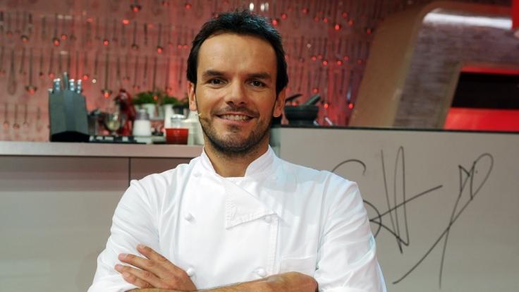 """Promi-Koch Steffen Henssler eröffnet sein drittes Restaurant: """"Hensslers Küche"""". Den auf Seafood spezialisierten Koch kennt man aus vielen Fernsehsendungen, unter anderen """"Grill den Henssler"""". (Foto)"""