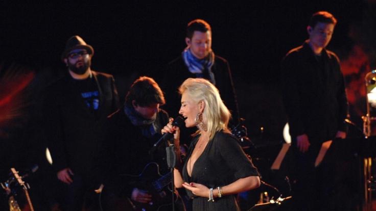 In der Vox-Sendung «Sing meinen Song - Das Tauschkonzert» covern am 13. Mai 2014 Xavier Naidoo, Sarah Connor und Co. die größten Hits von Jazzmusiker Roger Cicero.
