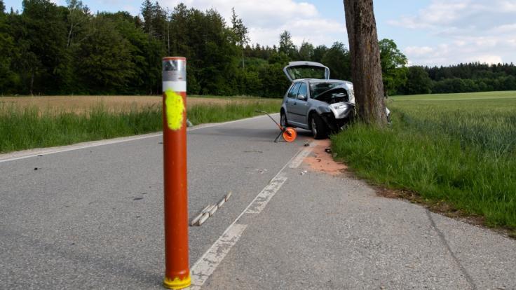 Ein 43 Jahre alter Mann ist in Oberbayern offenbar mit Absicht in eine Fußgängergruppe gerast.