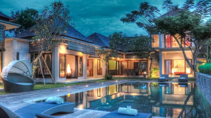 Der Eurojackpot von 61 Millionen Euro kann ein Luxus-Eigenheim ermöglichen. (Symbolbild)
