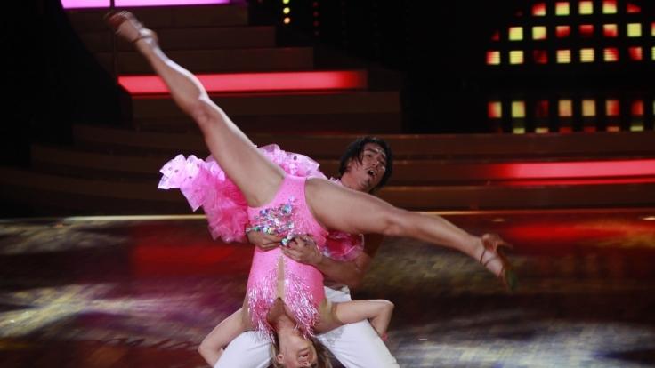 Schon in den vergangenen Shows von Let's Dance hatte Magdalena gezeigt, wie gelenkig sie ist. Die ehemalige rhythmische Sportgymnastin hat nichts verlernt.